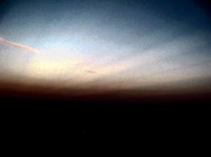 Следы химиотрасс в и странное свечение в небе перед землетрясением. Остров Патмос