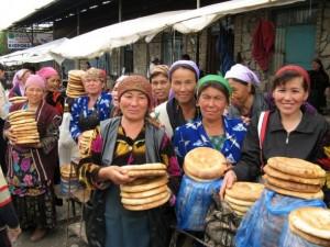 Uzbek_women_selling_bread_in_Urgut_Sunday_market_Uzbekistan