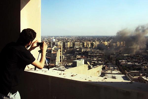 Фото 24 июля - обстрел города Хомс Сирийскими войсками (162 км до Дамаска)