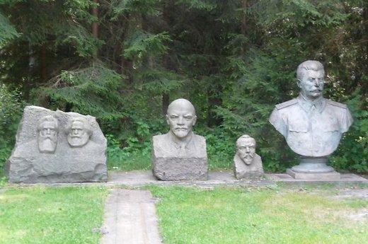 gruto-parkas-f-engelsas-k-marksas-leninas-v-kapsukas-ir-stalinas-65666014