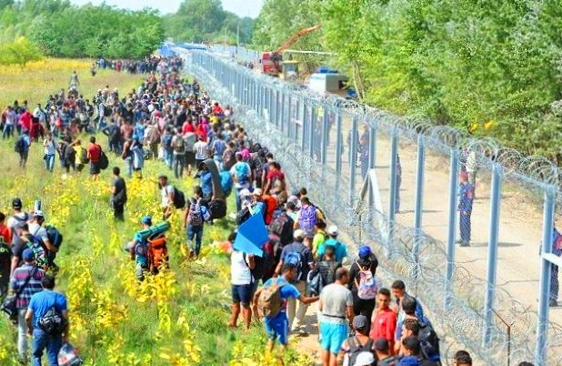 2C56B05300000578-3240010-Hungary_has_announced_plans_to_build_a_giant_fence_along_the_Cro-a-54_1442583681510